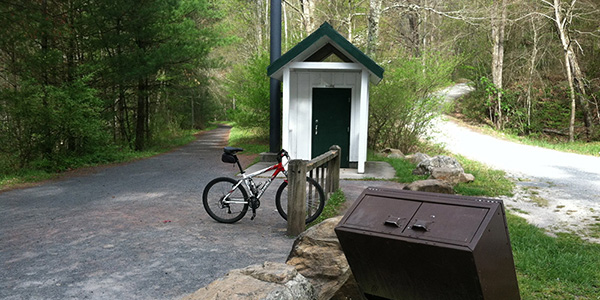 Photo of a bicycle parked at Straight Branch rest stop on the Creeper Trail